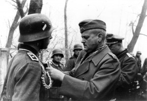 0388 Gen Schmidt zeichnet Soldaten aus_1