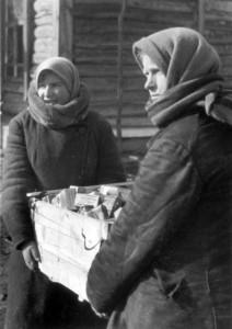 0420 Russen beim Plündern_1
