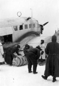 0493 Flugplatz Malojaroslawez - JU 52 bringt Nachschub und f_1