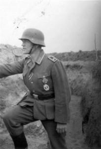 0133 ein Zugführer im August 1942_1