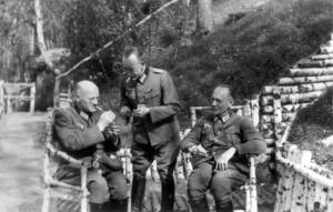 0155 Gefechtsstand der III. AR 260 -von Links DivPfr Stockburger, Maj Maag und DivPfr Steinhauser_1