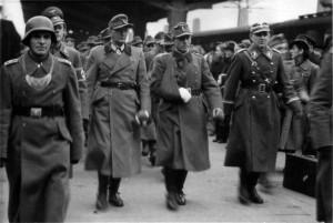 0298 Oberst Dr.Friker und Hptm Vincon im November 1943 in Stuttgart_1