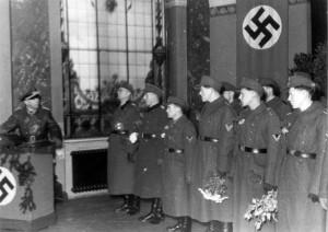 0314 in der Reihe von links Oberst Friker - Hptm Vincon - OG Foldenauer im November 1943 in Stuttgart_1