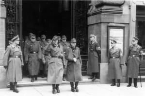0315 vorn Oberst Friker und Hptm Vincon im November 1943 in Stuttgart_1