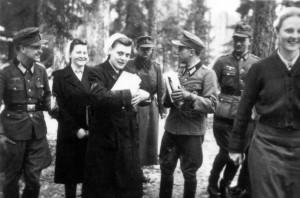 0364 DRK-Schwestern beim GR 480 Ostern 1944_1