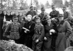 0366 DRK-Schwestern beim GR 480 Ostern 1944 - am Kompaniegefechtsstand_1