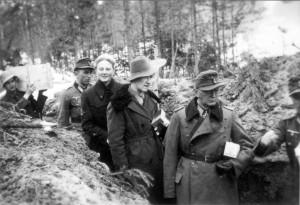 0367 DRK-Schwestern beim GR 480 Ostern 1944_1