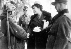 0369 DRK-Schwestern beim GR 480 Ostern 1944_1