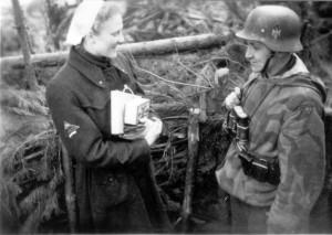 0370 DRK-Schwestern beim GR 480 Ostern 1944_1