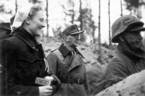 0371 DRK-Schwestern beim GR 480 Ostern 1944_1