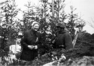 0372 DRK-Schwestern beim GR 480 Ostern 1944_1