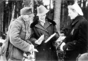 0373 DRK-Schwestern beim GR 480 Ostern 1944_1