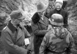 0380 DRK-Schwestern beim GR 480 Ostern 1944_1